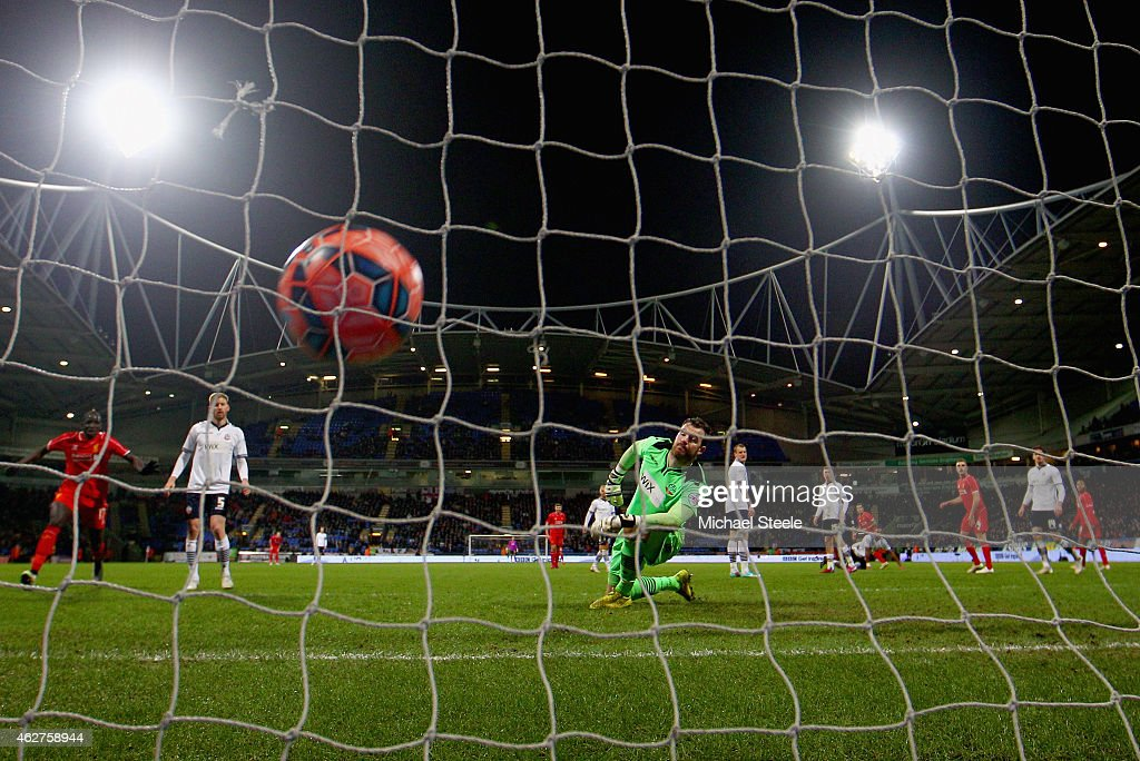 Andy Lonergan of Bolton Wanderers looks back as Philippe Coutinho of Liverpool scores the second goal during the FA Cup Fourth round replay between Bolton Wanderers and Liverpool at Macron Stadium on February 4, 2015 in Bolton, England.