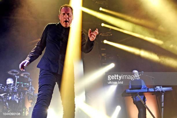 Andy McCluskey und Paul Humphreys bei einem Konzert in der MitsubishiElectricHalle in Düsseldorf