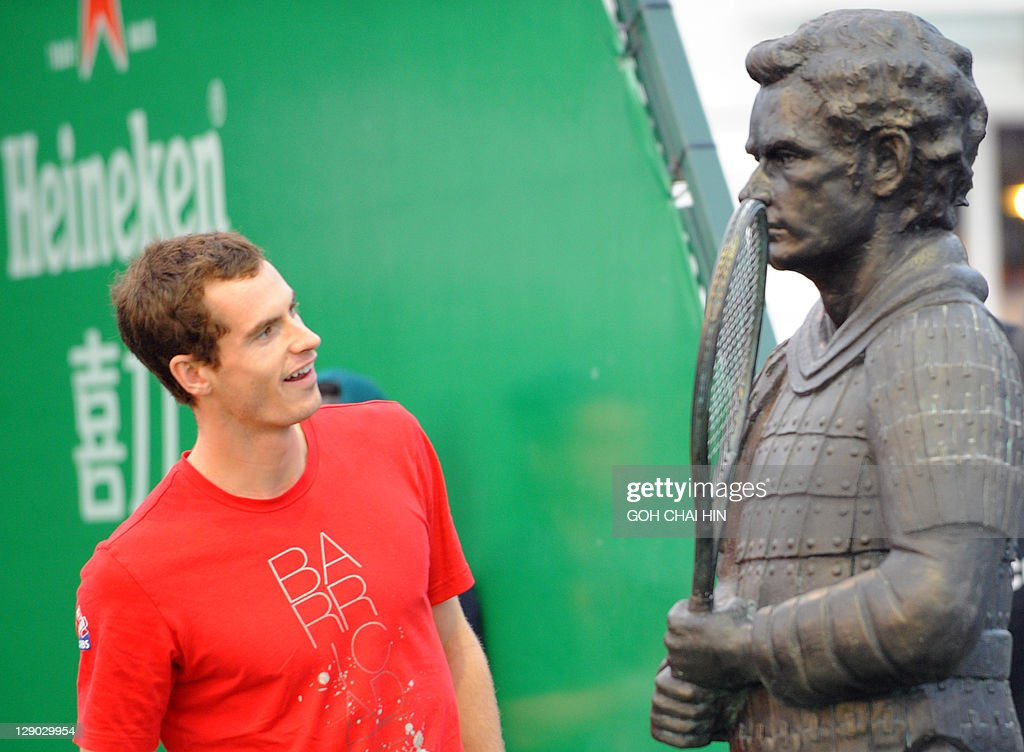 Andy Murray of Britain admires a terraco : News Photo