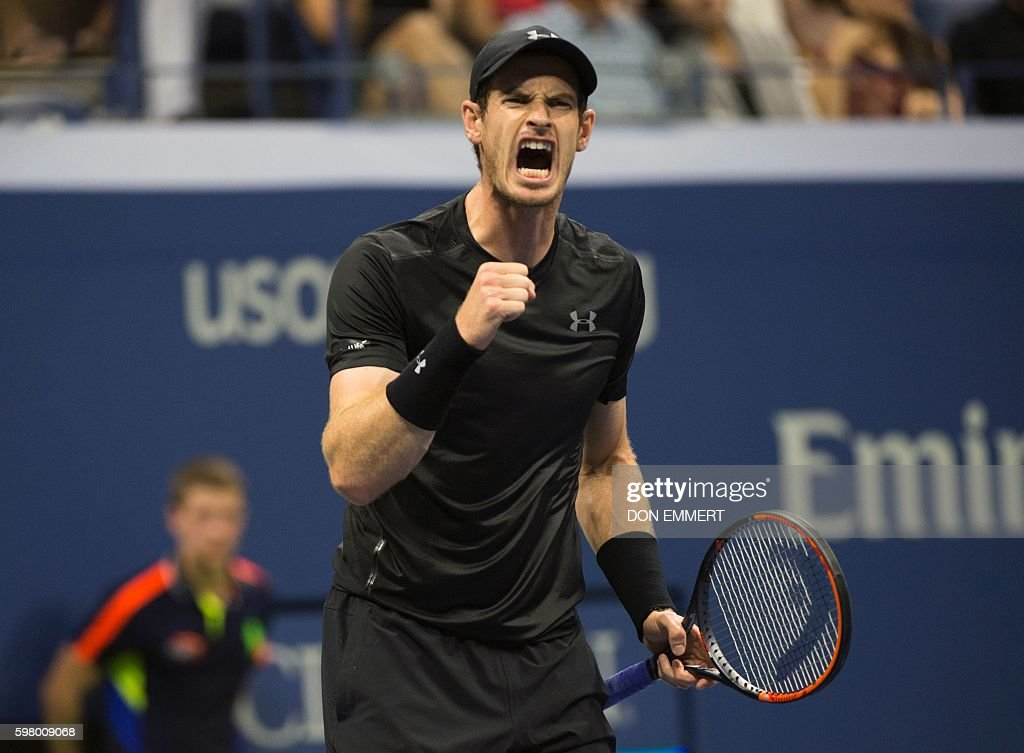 TOPSHOT - Andy Murray (R) of Great Britain celebrates a point against Lukas Rosol of the Czech Republic during their 2016 US Open men's singles match at the USTA Billie Jean King National Tennis Center on August 30, 2016 in New York. / AFP / Don EMMERT