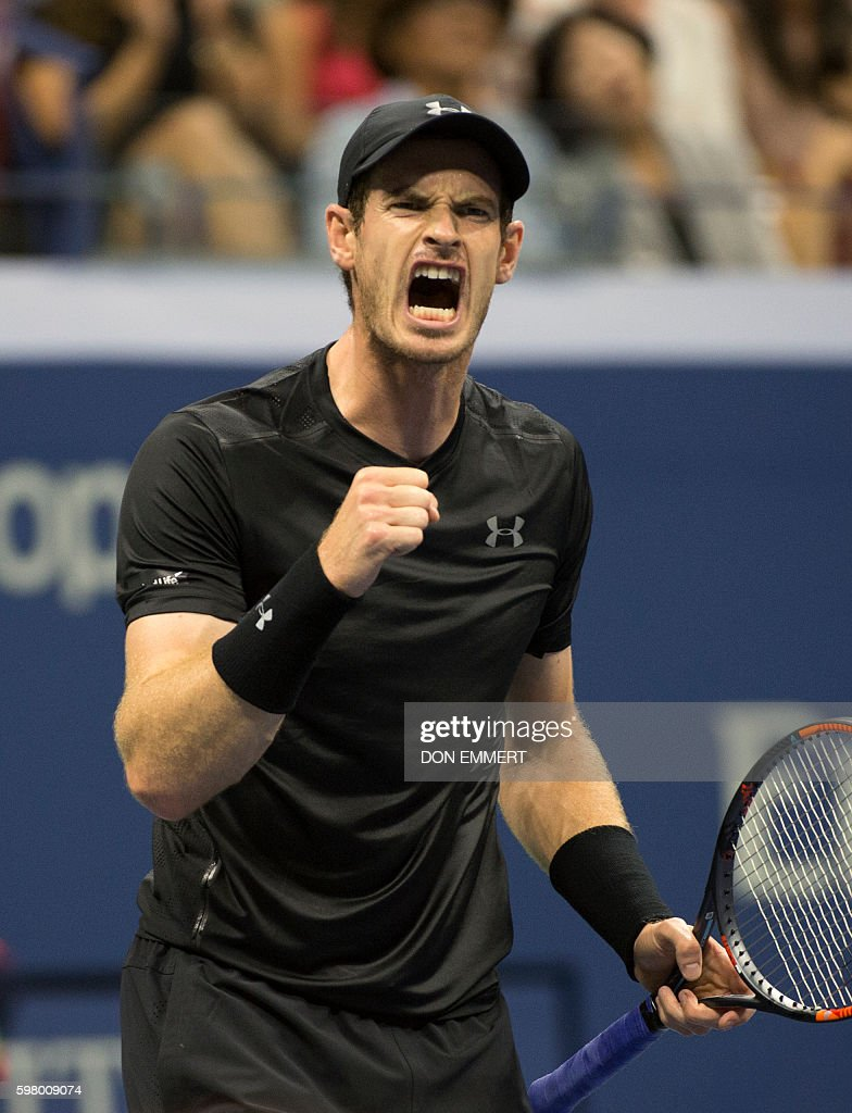 Andy Murray (R) of Great Britain celebrates a point against Lukas Rosol of the Czech Republic during their 2016 US Open men's singles match at the USTA Billie Jean King National Tennis Center on August 30, 2016 in New York. / AFP / Don EMMERT