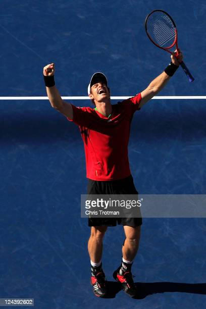 Andy Murray of Great Britain celebrates after defeating John Isner of the United States during Day Twelve of the 2011 US Open at the USTA Billie Jean...