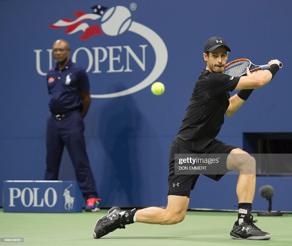Andy Murray (R) of Great Britain hits a return to Lukas Rosol of the Czech Republic during their 2016 US Open men's singles match at the USTA Billie Jean King National Tennis Center on August 30, 2016 in New York. / AFP / Don EMMERT