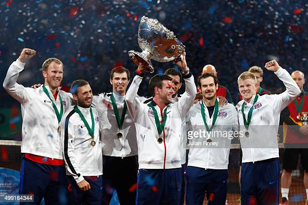 Andy Murray of Great Britain, Jamie Murray, Kyle Edmund, James Ward, Dan Evans, Dominic Inglot and Captain Leon Smith of Great Britain celebrate...