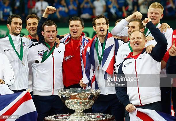 Andy Murray of Great Britain Kyle Edmund James Ward Ken Scupski Dan Evans Colin Beecher Matt Little and Captain Leon Smith of Great Britain celebrate...