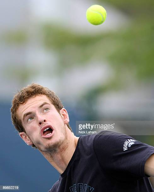 Andy Murray of Great Britain warms up during practice on day two of the Western Southern Financial Group Masters on August 17 2009 at the Lindner...
