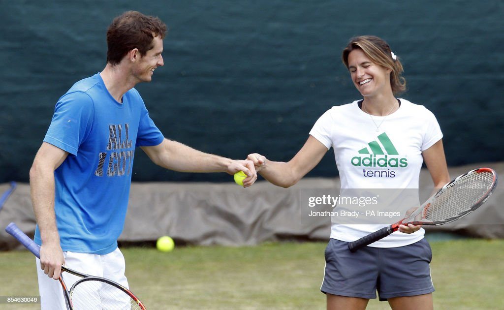 Tennis - 2014 Wimbledon Championships - Day Seven - The All England Lawn Tennis and Croquet Club : Fotografía de noticias