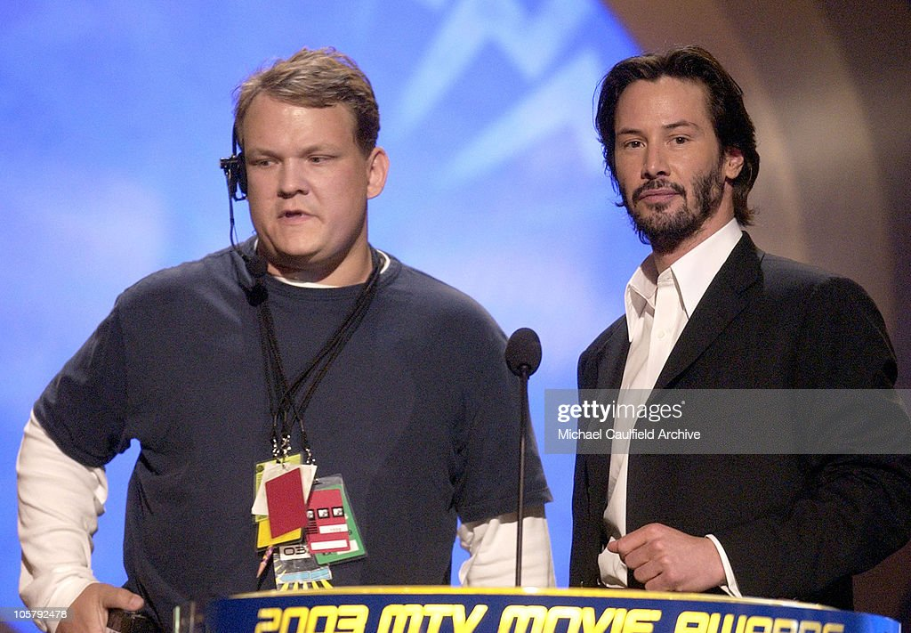 Andy Richter as P.A. and Keanu Reeves present the Best Movie Award