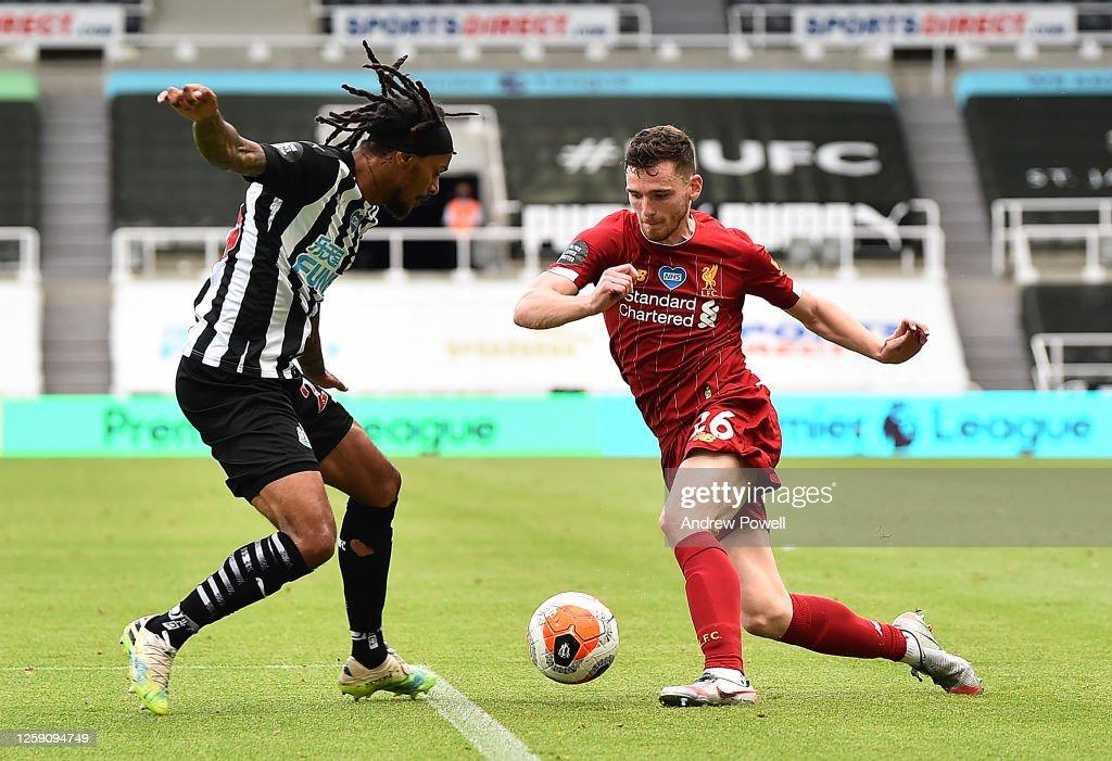 Newcastle United v Liverpool FC - Premier League : Nachrichtenfoto