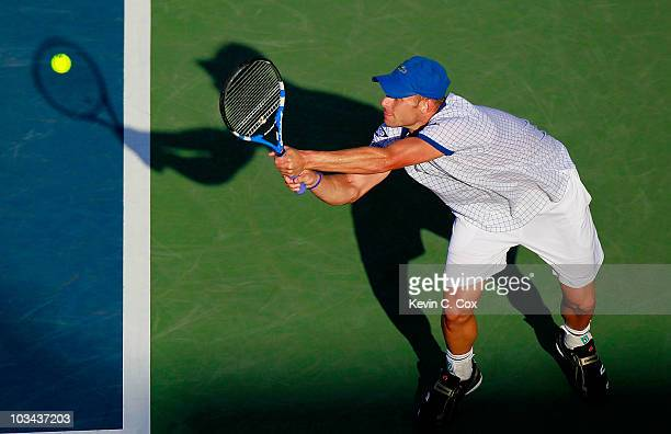Andy Roddick returns a backhand to Thiemo De Bakker of Netherlands during Day 3 of the Western Southern Financial Group Masters at the Lindner Family...