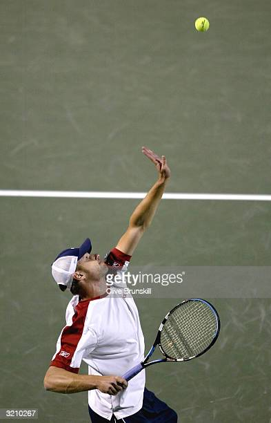 Andy Roddick serves against Vince Spadea during the semifinal of the Nasdaq 100 Open on April 2 2004 at the Crandon Park Tennis Centre on Key...