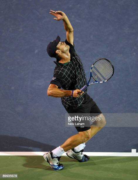 Andy Roddick serves to Sam Querrey during day three of the Western Southern Financial Group Masters on August 19 2009 at the Lindner Family Tennis...