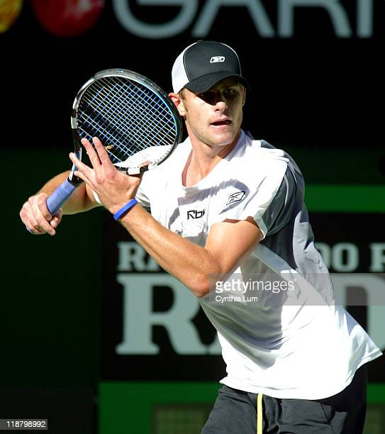 Andy Roddick through to the semifinal in Australia when Nicolai Davydenko retires from heat exhaustion at 14 in the third