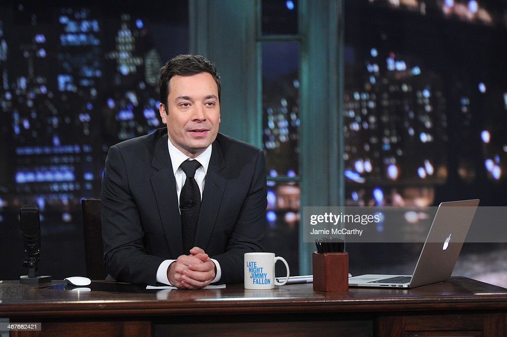 "Andy Samberg Visits ""Late Night With Jimmy Fallon"" : News Photo"