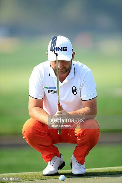 Andy Sullivan of England concentrates hard as he lines up a birdie putt at the par 4, 14th hole during the second round of the 2016 Abu Dhabi HSBC...