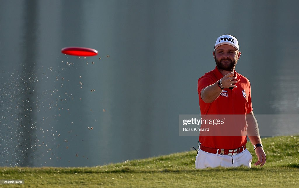 Andy Sullivan of England throws a frisby during the the 'All Sports Challenge' on the Faldo Course ahead of the Omega Dubai Desert Classic at Emirates Golf Club on February 2, 2016 in Dubai, United Arab Emirates