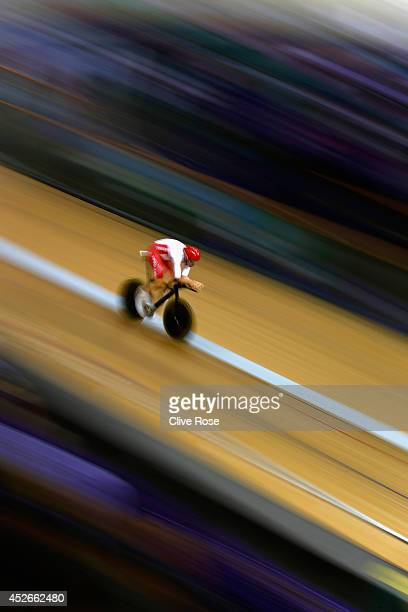 Andy Tennant of England competes in the Men's 4000m Individual Pursuit qualifying at the Sir Chris Hoy Velodrome during day two of the Glasgow 2014...