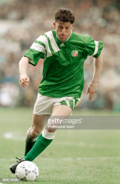 Andy Townsend in action for the Republic of Ireland, circa 1993.