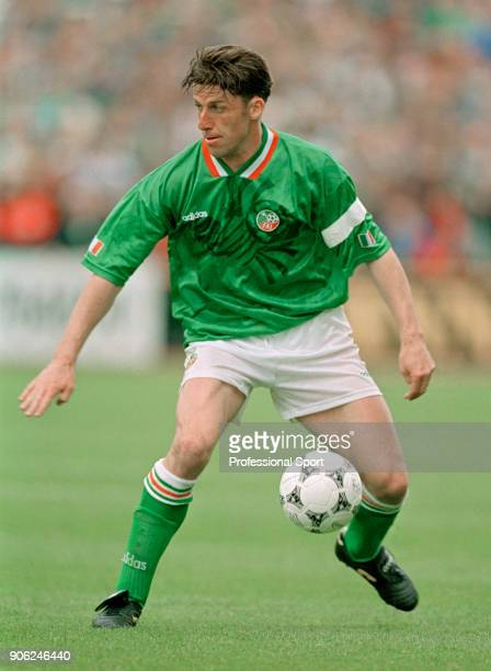 Andy Townsend in action for the Republic of Ireland, circa 1994.