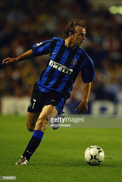 Andy van der Meyde of Inter Milan running with the ball during the UEFA Champions League First Stage Group B match between Arsenal and Inter Milan on...