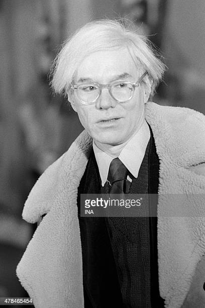 Andy Warhol during the exhibition of 200 Mao's portraits to the Museum Galliera