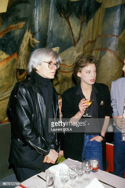 Andy Warhol et Kate Barry à une soirée au Palace le 17 avril 1986 à Paris France