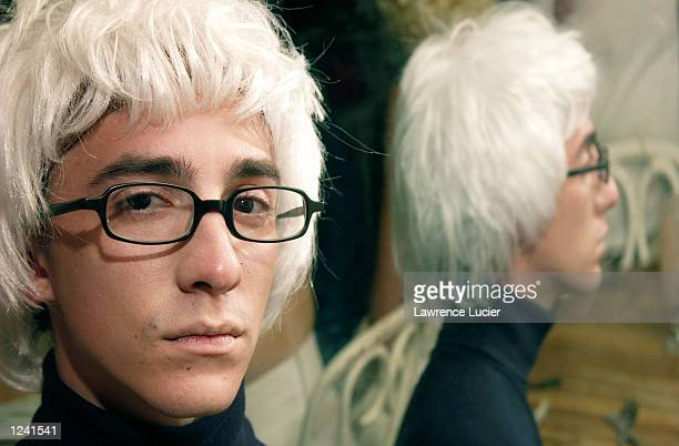 Andy Warhol fan Henry Alberto appears at a lookalike contest and seance at the restaurant Serendipity August 2 2002 in New York City August 5 is the...