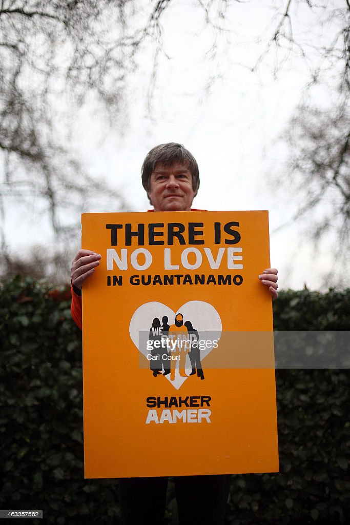 Photos Et Images De We Stand With Shaker Campaign Hand Giant