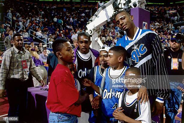 Anfernee Hardaway of the Eastern Conference AllStars poses with some young fans before the 1995 NBA AllStar Game played February 12 1995 at America...