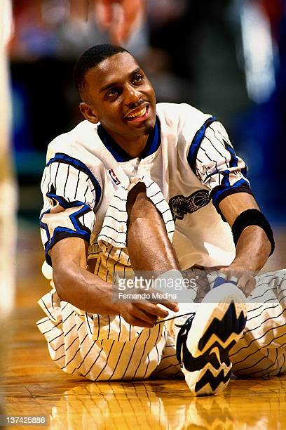 Anfernee Hardaway of the Orlando Magic ties his shoes circa 1995 at the Orlando Arena in Orlando Florida NOTE TO USER User expressly acknowledges and...