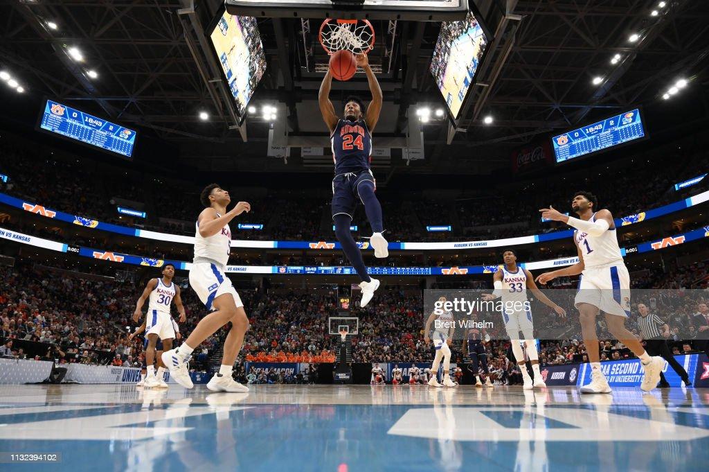 NCAA Basketball Tournament - Second Round - Salt Lake City : Foto jornalística
