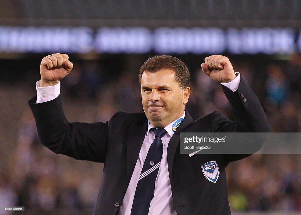 A-League Rd 3 - Melbourne v Brisbane : ニュース写真
