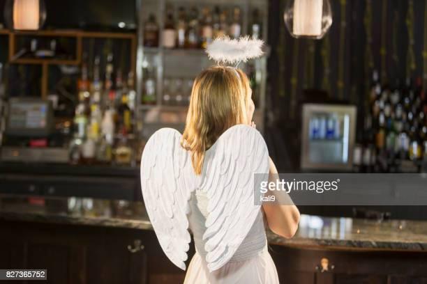 大人のハロウィン パーティーで天使