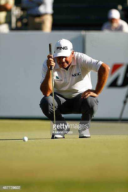 Angel Cabrera of Argentina measures a putt on the 18th hole during the first round of America's Golf Cup as part of PGA Latinoamerica tour at Olivos...