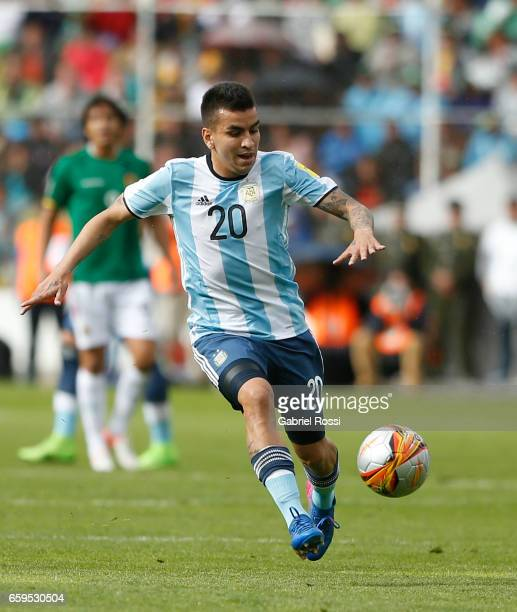 Angel Correa of Argentina drives the ball during a match between Bolivia and Argentina as part of FIFA 2018 World Cup Qualifiers at Hernando Siles...