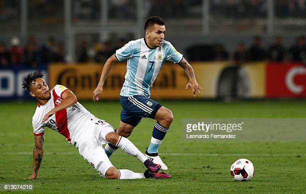 Angel Correa of Argentina struggles for the ball with Yoshimar Yotun of Peru during a match between Peru and Argentina as part of FIFA 2018 World Cup...