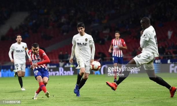 Angel Correa of Atletico Madrid scores his team's third goal during the La Liga match between Club Atletico de Madrid and Valencia CF at Wanda...