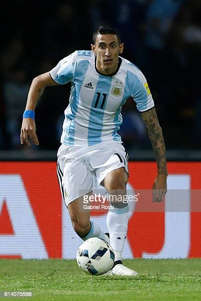 Angel Di Maria of Argentina drives the ball during a match between Argentina and Paraguay as part of FIFA 2018 World Cup Qualifiers at Mario Alberto...