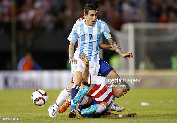 Angel Di Mar'ia of Argentina fights for the ball with Richard Ortiz of Paraguay during a match between Paraguay and Argentina as part of FIFA 2018...