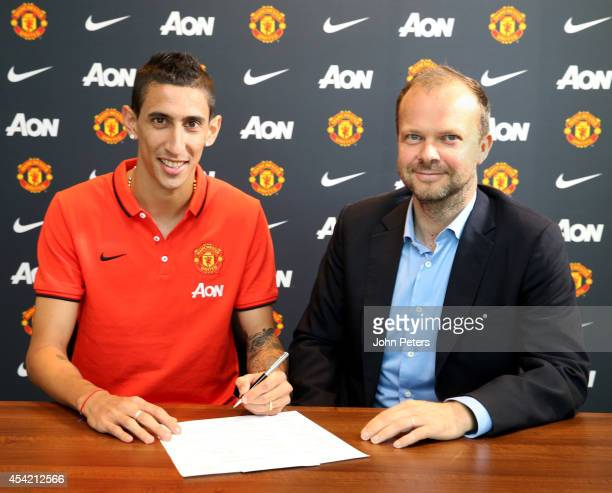 Angel di Maria of Manchester United poses with Executive ViceChairman Ed Woodward after signing for the club at Aon Training Complex on August 26...