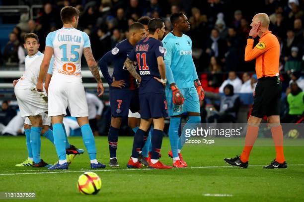 Angel Di Maria of Paris Saint Germain Steve Mandanda of Olympique de Marseille and the referee Antony Gautier during the Ligue 1 match between Paris...
