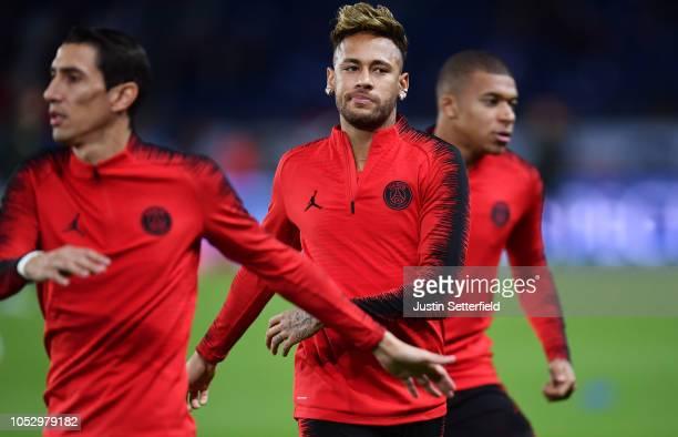 Angel Di Maria of Paris SaintGermain and Neymar of Paris SaintGermain warm up during the Group C match of the UEFA Champions League between Paris...