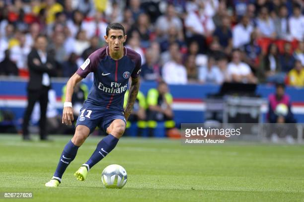 Angel Di Maria of Paris SaintGermain runs with the ball during the Ligue 1 match between Paris SaintGermain and Amiens at Parc des Princes on August...