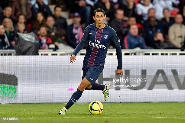 Angel Di Maria of Paris SaintGermain runs with the the ball during the Ligue 1 game between Paris SaintGermain and FC Nantes at Parc des Princes on...