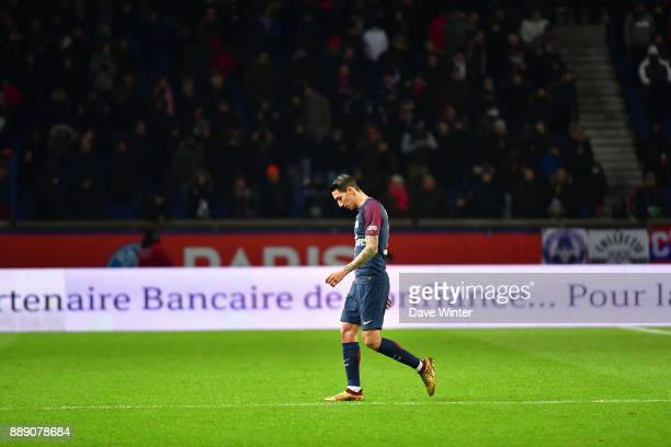 Angel Di Maria of PSG is substituted during the Ligue 1 match between Paris Saint Germain and Lille OSC at Parc des Princes on December 9 2017 in...