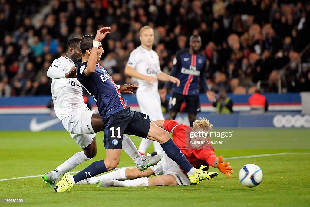 Angel Di Maria of PSG scores the second goal during the Ligue 1 game between Paris Saint-Germain and EA Guingamp at Parc des Princes on September 22, 2015 in Paris, France.