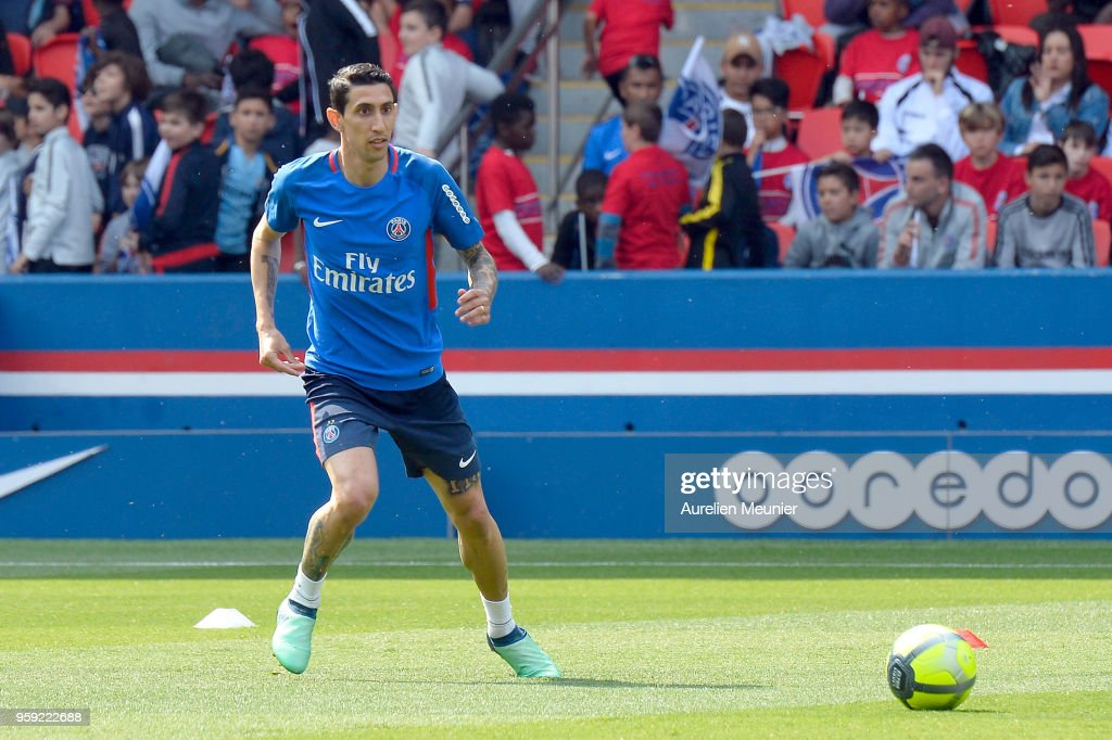 Angel Di Maria passes the ball during a Paris Saint-Germain training session at Parc des Princes on May 16, 2018 in Paris, France.