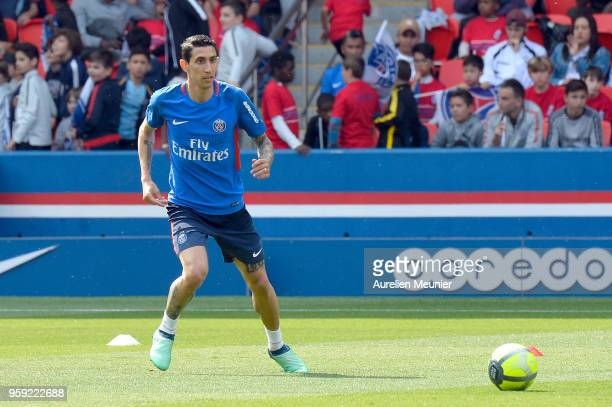 Angel Di Maria passes the ball during a Paris SaintGermain training session at Parc des Princes on May 16 2018 in Paris France