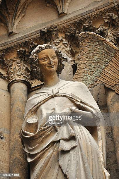 angel from reims - reims cathedral stock pictures, royalty-free photos & images
