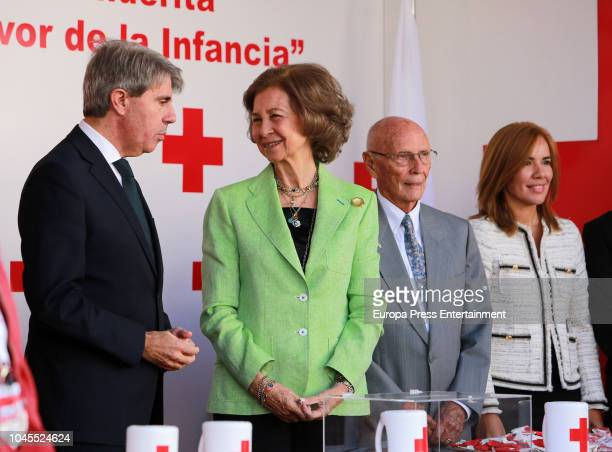 Angel Garrido and Queen Sofia attend the Red Cross World Day on October 4 2018 in Madrid Spain